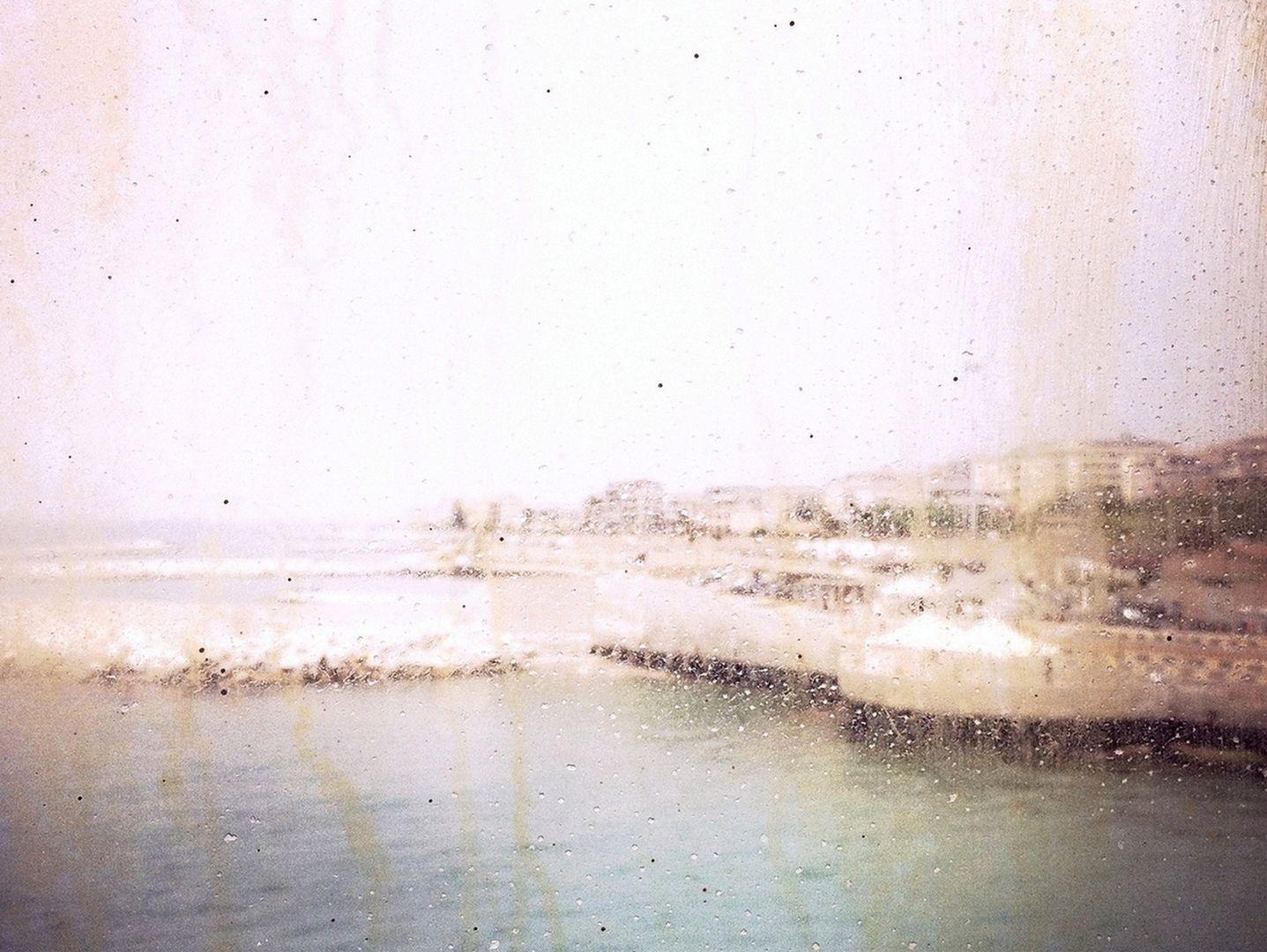 ISOLA, Isola è il luogo della memoria e dell'anima. Tra Sicilia e Calabria, tra Scilla e Cariddi ,dentro le acque del mito, le visioni, a volte contenute in un frammento, a volte immaginate o